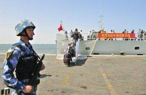 kapal China di pelabuhan Aden (Reuters)