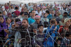Foto: warga etnis Kurdi di perbatasan Turki, melarikan diri dari teror ISIS.