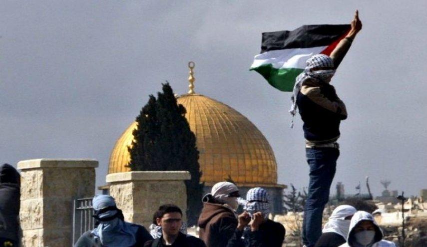 pejuang dan bendera palestina