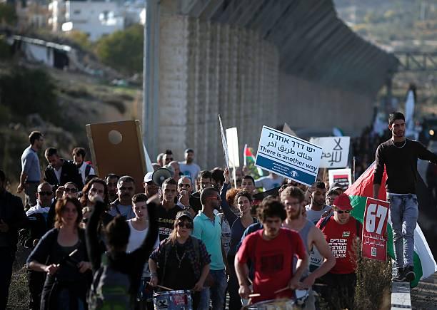 Aktivis perdamaian Israel berdemo menentang penjajahan Israel atas Palestina (2015)