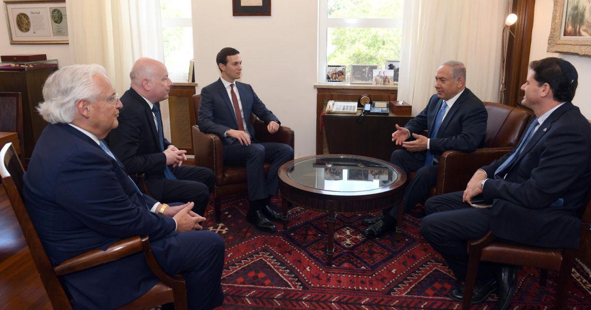 'the three musketeer' bersama PM Israel dan Dubes Israel utk AS (photo: Haaretz)